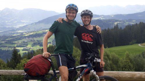Au traversat Europa pe biciclete: cum au reușit să parcurgă peste 2.000 de kilometri cu o abordare unică