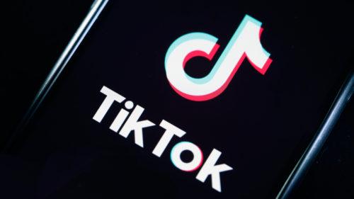 Clipul devenit viral pe TikTok din cel mai greșit motiv. Rețeaua vrea să-l dea jos