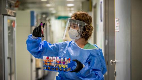 O nouă zi, noi variante de coronavirus: ce au mai găsit în Anglia