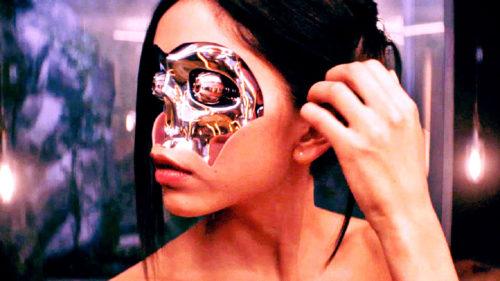 Cum am ajuns să trăim într-o simulare a realității, iar Matrix ne-a pregătit pentru asta