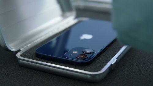 De ce să nu-ți cumperi iPhone 12, când Apple te jecmănește la drumul mare, mai ales in România