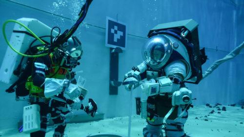 Cum testează NASA costumele astronauților care vor merge pe Lună