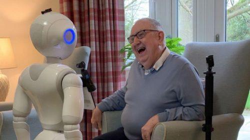 Cum ar putea fi folosiți roboții ca să rezolve o problemă imensă a oamenilor