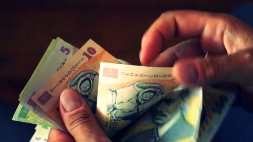 Lovitură pentru milioane de români. Deputații au decis ce se întâmplă cu salariul lor minim