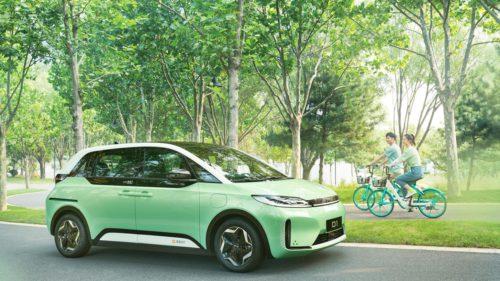 Mașina perfectă pentru servicii de taxi în oraș: electrică și cu spațiu suficient