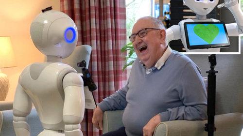 Roboții care salvează pensionarii de la singurătate și depresie