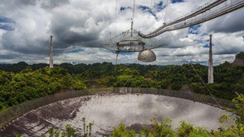 De ce va fi demolat cel mai mare telescop care caută extratereștri