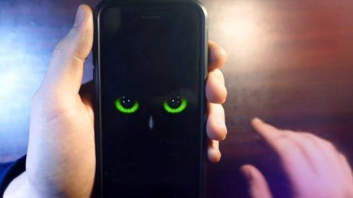 Atenție, români. Dacă ai acest tip de telefon ești spionat, spun oficialii americani