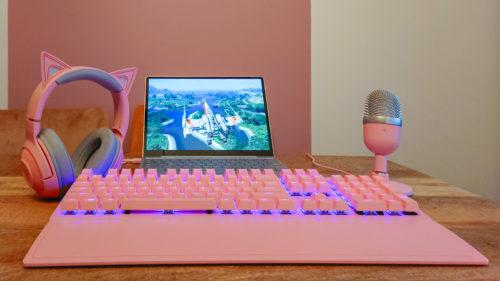 Trei echipamente Razer care îți vor face divertismentul și munca mai eficiente, dar îți vor colora și biroul