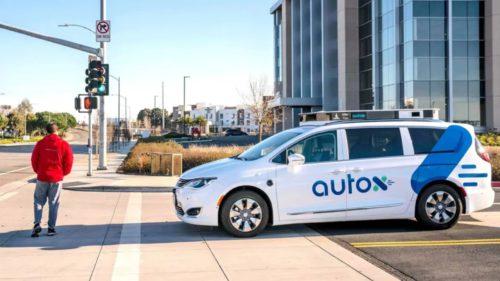 Primele taxiuri autonome, fără șofer, au ajuns pe străzi: unde le poți experimenta