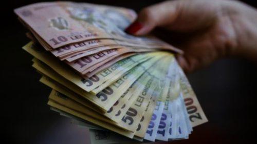 """Se dau bani de la """"patron"""": cum poți primi 400 de lei în plus în fiecare lună"""