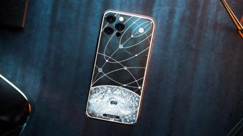 Acest iPhone 12 are bucăți de Lună, Marte în el și costă o avere