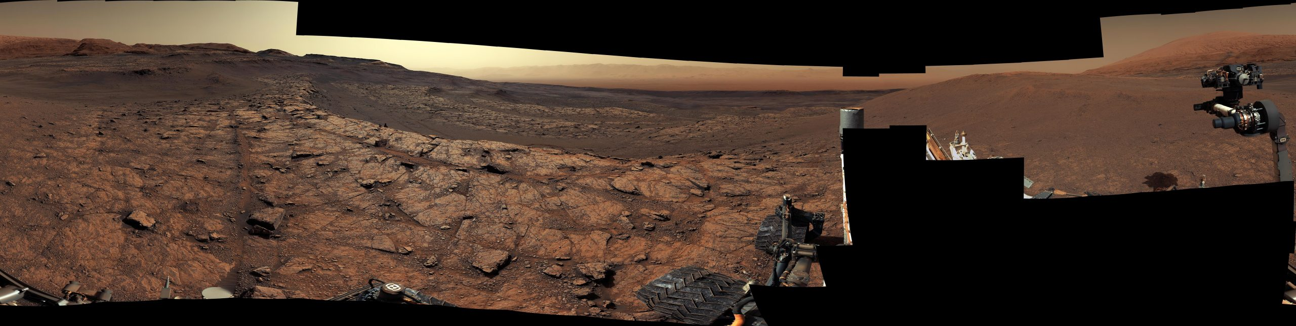 Curiositys-View-of-Benches-on-Mars-scaled