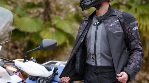Acești blugi cu airbag și vestele high-tech ar putea face mersul pe motociclete mai sigur