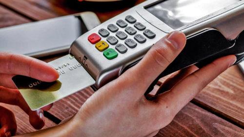 Schimbare fără precedent pentru toți cei care au cont bancar: cardul tocmai a devenit inutil