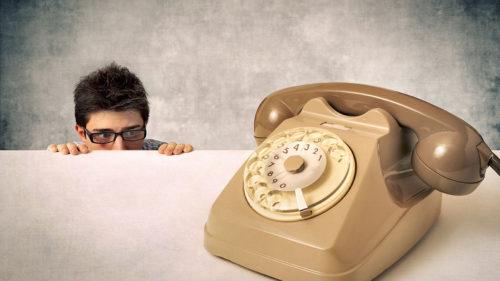Anxietatea apelurilor telefonice: de ce o avem atât de mulți dintre noi și cum să o depășim