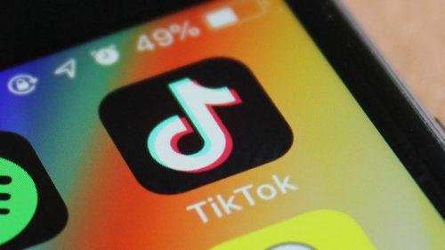 TikTok reduce la zero eforturile Apple de a-ți spori securitatea: nu vei mai putea folosi serviciul dacă refuzi