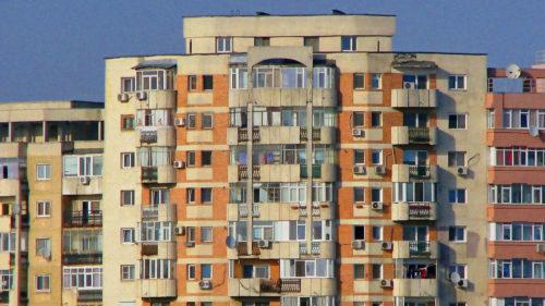 Se schimbă legea: românii care stau la bloc, vizați de modificare. Apartamentele trebuie să aibă așa ceva