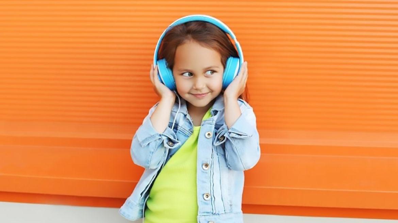 Copiii, amatori de podcasturi de mici: Apple a creat o secțiune specială doar pentru ei