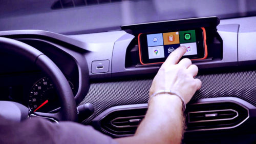 Schimbarea făcută de Dacia pe noile mașini ca să-ți folosești fără griji telefonul cât ești la volan