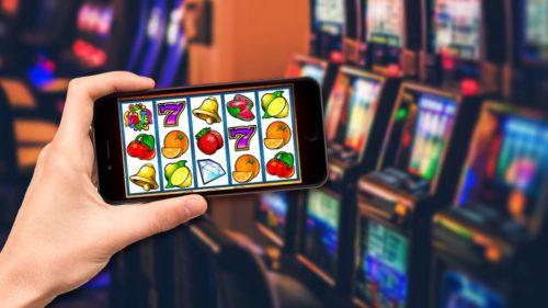 """Cât de sigure sunt, de fapt, """"păcănelele"""" pe care le joci din telefon: cum s-a digitalizat industria și cu ce riscuri"""