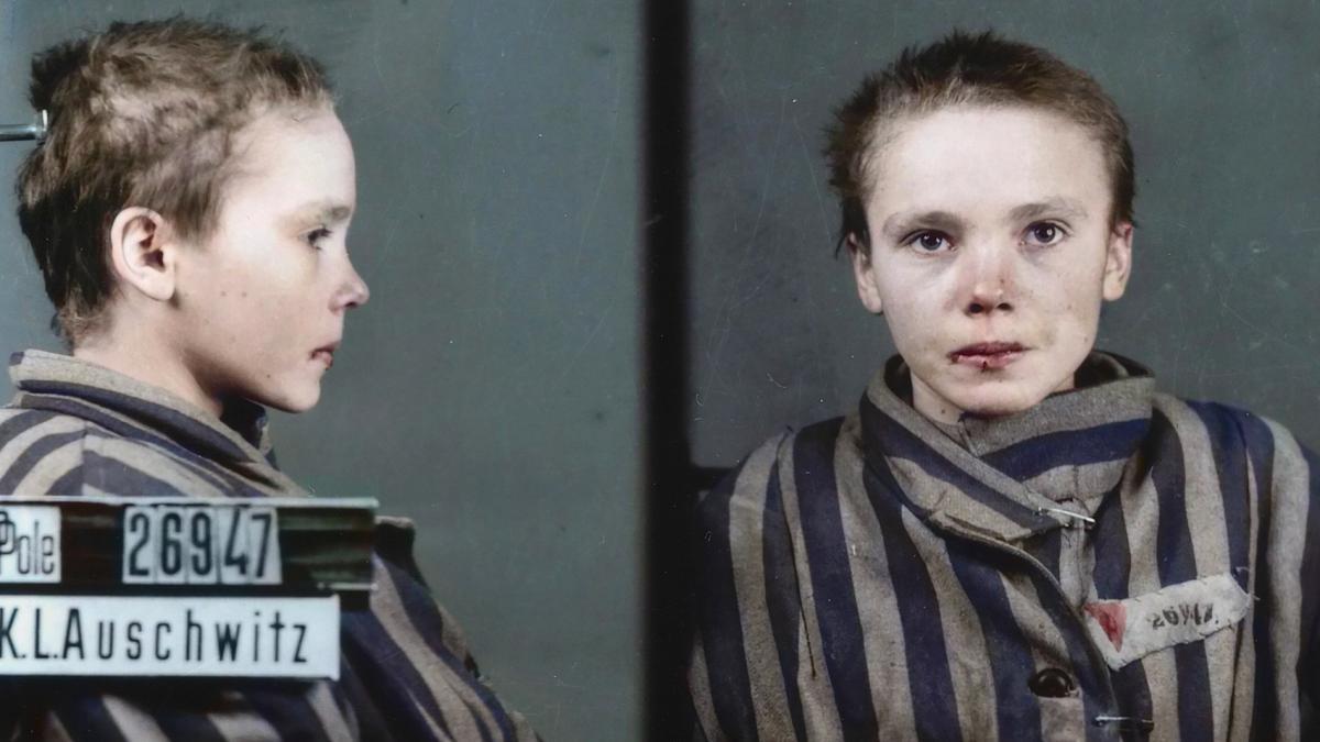 tanara Prizonier fotografiatia la Auschwitz