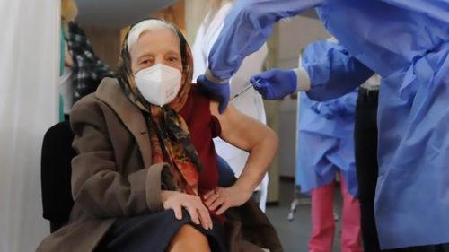 Cea mai bătrână femeie din România care s-a vaccinat îți schimbă opinia despre vaccinuri: ce vârstă are