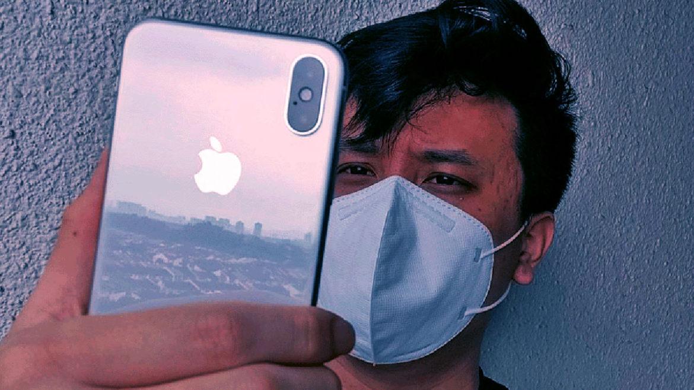 Cum îți deblochezi iPhone-ul cu Apple Watch, chiar și cu masca pe față. Funcția care-ți face viața mai ușoară în pandemie