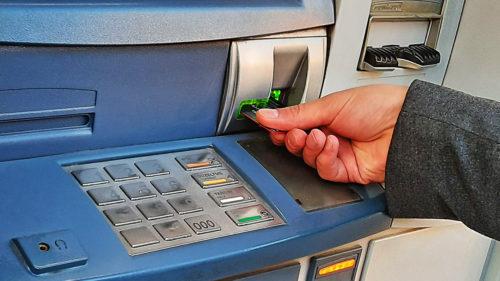 Avertisment pentru toți cei care au card bancar: greșeala care îți blochează instant accesul la bani