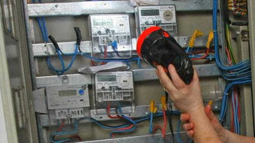 Cum să nu fii păcălit la factura pentru energie electrică în România