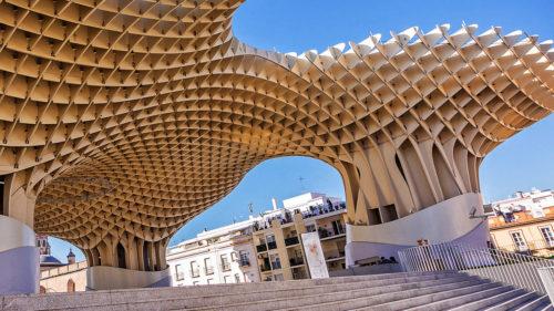 Materialul creat în laborator care imită lemnul poate deveni invenția revoluționară pentru construcții