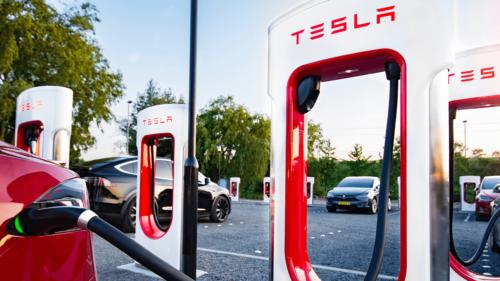 Tesla Supercharger a ajuns în București: în ce orașe mai găsești stațiile de încărcare