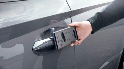Cheia de la mașină se mută pe telefon: utilizatorii de Android intră în rând cu posesorii de iPhone