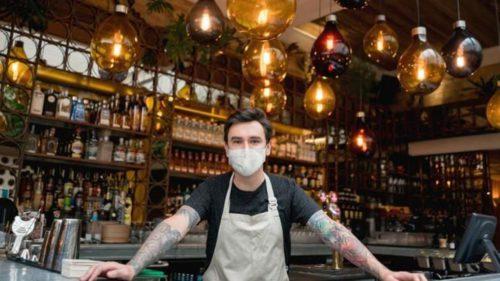 Aplicația care te verifică dacă ești vaccinat la intrarea în bar sau restaurant: ce planuri are Guvernul