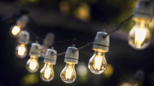 Încet, încet, te îmbogățești dacă ți se taie curentul: câți bani primești după fiecare pană de electricitate