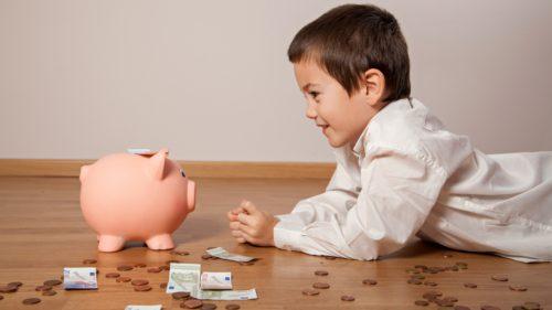 Țările europene care încurajează natalitatea: câți bani primești să faci copii