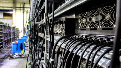 Țara care interzice minatul de Bitcoin pentru că lasă fără curent orașe întregi: de ce rămân zonele în beznă