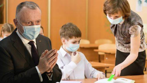 Școala din România a revenit la normal, după pandemie: câți copii au revenit în bănci, câți stau acasă