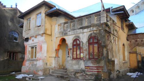 """România """"geamului spart"""" sau explicația științifică pentru """"fură ăștia de treizecei de ani și nu se mai satură"""""""