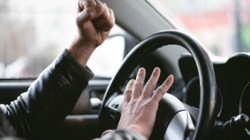 Atenție șoferi, oricine poate păți asta la volan, dar nu toți știu cum să reacționeze. Semne și semnificația lor în trafic