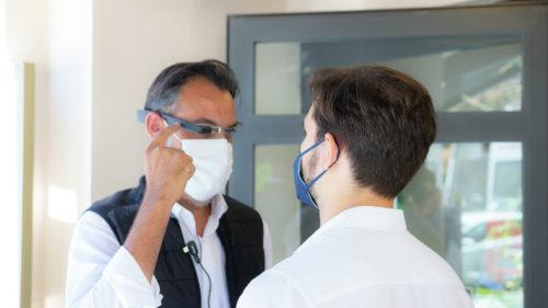 Cum funcționează ochelarii care detectează virusul în trei secunde. Pot ajuta la redeschiderea turismului