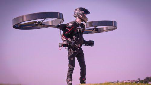 Și-a riscat viața cu un nou mijloc de transport electric: cum e să ai un elicopter în ghiozdan