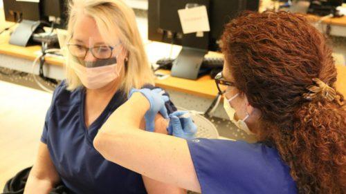 Cât te costă să nu fii vaccinat în România: cum sunt penalizate cadrele medicale