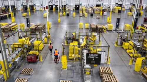 """Amazon """"rezolvă"""" problema condițiilor de lucru inumane: înlocuiește angajații cu roboți"""