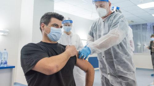 """Românii nu mai vor să se vaccineze: de ce """"reprezintă un motiv real de îngrijorare"""", conform ministrului Sănătății"""