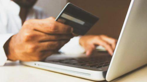 Românii cheltuie din ce în ce mai mulți bani pe cumpărături online