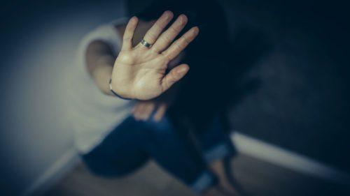Soluția găsită de stat pentru a sta cu ochii pe agresorii sexuali din România: cum funcționează sistemul