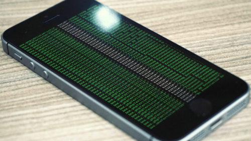 Hoții pot intra în iPhone-ul tău pentru a-ți fura banii: cum reușesc să te lase fără venituri