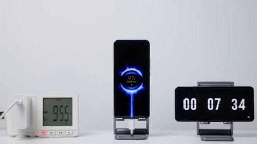 Cât de futuristă sau inutilă este încărcarea cu 200W a unui telefon: cine o aduce primul pe piață