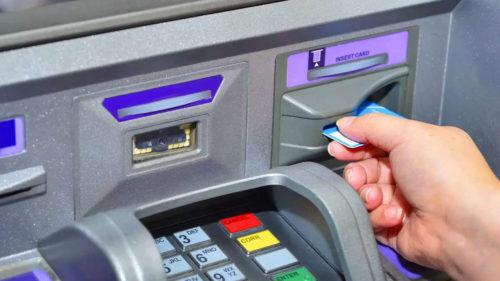 Se întâmplă la bancomat și lasă românii fără bani: cum te protejezi, la ce să fii atent